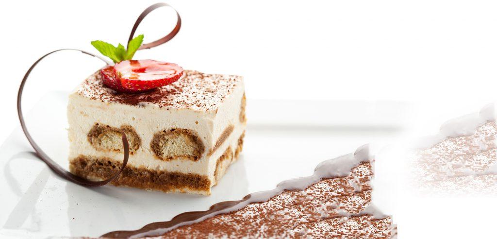 Kuchenstück mit Erdbeere